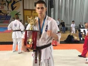 Васко Димитров от Садово с втора европейска титла в киокушина СНИМКИ