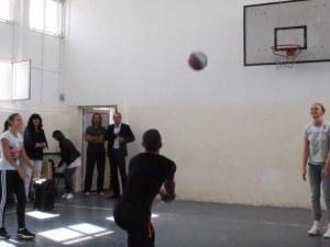 Волейболната Марица на гости на училище в Хисар