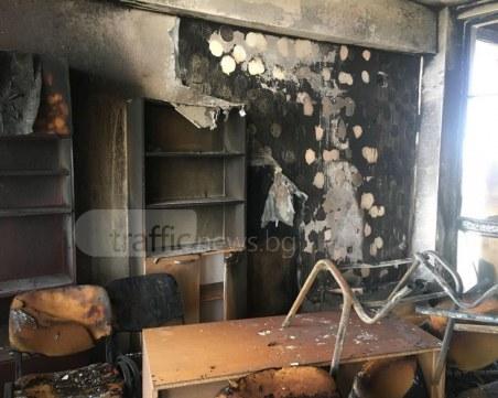 Сажди, пепел и стъкла след пожара в болницата в Пловдив! Но хората са невредими! ВИДЕО+СНИМКИ