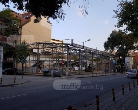 """Бутнаха """"пазара"""" до Гранда в Пловдив! На мястото му изниква жилищна сграда СНИМКИ"""