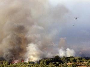 Огромен пожар застрашава Лисабон