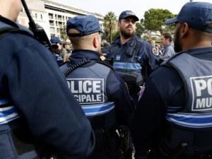 Въоръжени откриха огън по кола в Париж! Има ранени