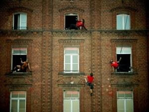 Френски танцьори ще танцуват по фасадите на жилищни сгради в Пловдив