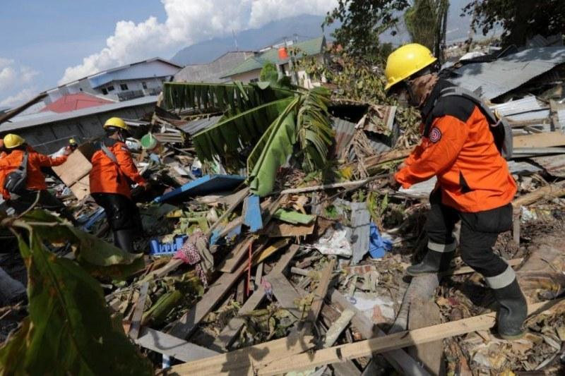 Жертвите на земетресението и цунами в Индонезия надхвърлиха 2000 души