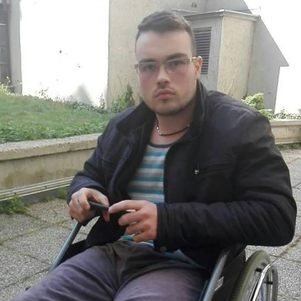 """Махнаха имплантите на Петьо, когото Борисов """"осинови"""" за 1 ден"""