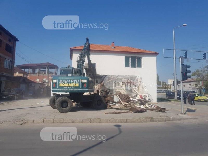 Мощна акция срещу незаконни постройки в Шекер махала в Пловдив СНИМКИ+ВИДЕО