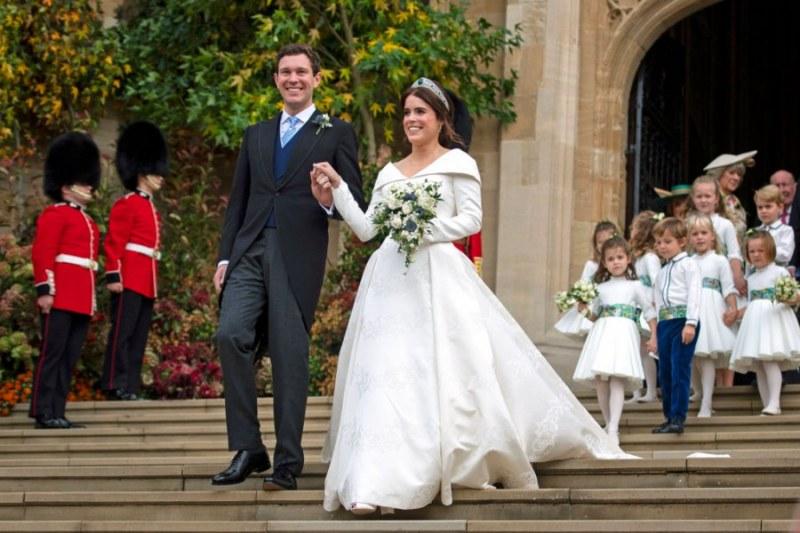 Кралица Елизабет II омъжи внучка си