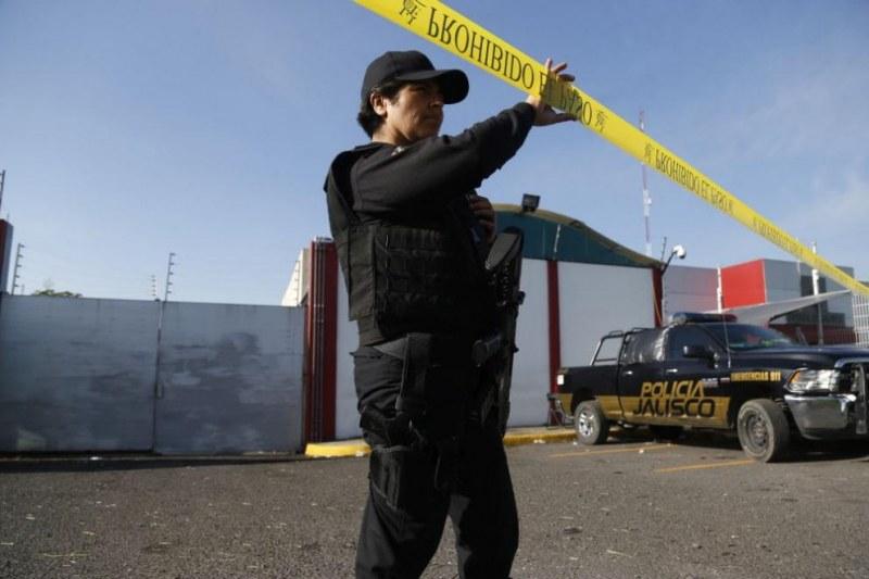 Строящ се търговски център се срути в Мексико, има загинали