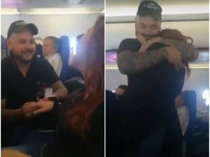 Любов високо в небето: Пловдивчанин предложи брак на приятелката си по време на полет ВИДЕО