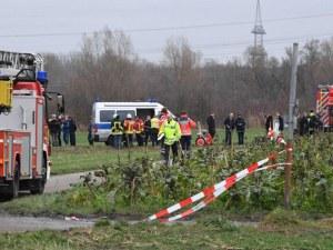 Малък самолет падна върху пешеходци в Германия, има жертви
