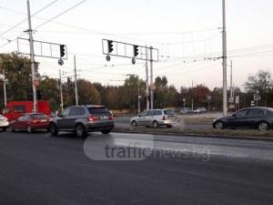 Хаос на Асеновградско! Едното платно е затворено, колите нахлуват в насрещното СНИМКИ