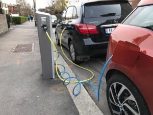Пловдивчаните с електромобили зареждат безплатно колите си за три години