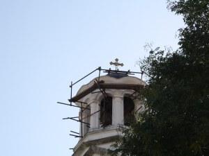 Белоземец патриот дари нов кръст и златно кубе за църквата в селото СНИМКИ