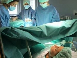 Извадиха 55-килограмов тумор от яйчника на жена