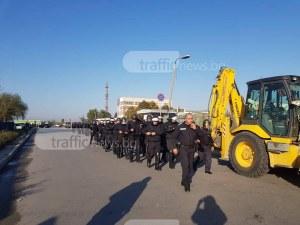 Над 50 полицаи влязоха в Шекера! Районът е отцепен СНИМКИ и ВИДЕО