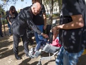 Петков при майките с палатките: Одобрихме закона!