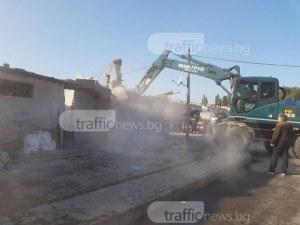 Рев и викове в Шекера! Събориха 21 постройки, 75 полицаи отцепиха района ОБНОВЕНА СНИМКИ