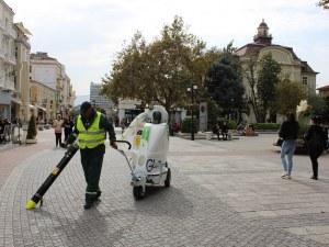 Иновативна машина ще чисти Главната улица на Пловив СНИМКИ