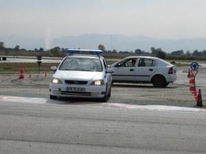 Как да шофираме безопасно? Пловдивски полицаи направиха демонстрация на пистата в Калояново СНИМКИ