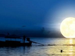 Китай извежда изкуствена луна в космоса, за да осветява градове през нощта
