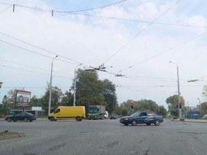 Тролейбусни жици висят заплашително над Кукленско шосе СНИМКИ