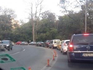 Зверска тапа блокира новата улица край Лаута