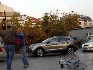 Екшън! Шофьор и велосипедист се сбиха в средата на пътя