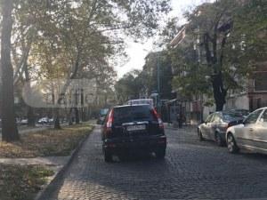 Този джип не признава светофари! Замалко да блъсне момиче в Пловдив! СНИМКИ