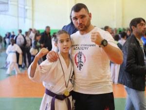 13-годишен пловдивски талант е номер 1 на карате и картинг, стяга се за световно СНИМКИ