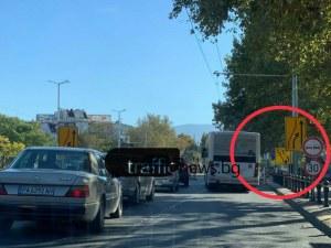 А сега накъде? Хаос на централен булевард в Пловдив заради объркани знаци ВИДЕО и СНИМКИ