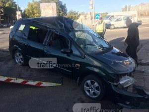 Вдигат смачкания автомобил на шофьора каскадьор в Пловдив СНИМКИ и ВИДЕО