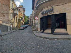 Сградата, приютила едни от най-култовите заведения в Пловдив, се продава СНИМКИ
