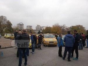 Пловдивски таксиметрови шофьори с жалба към КЗК, настояват за мерки срещу картела ВИДЕО
