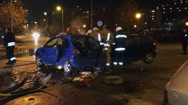Жестока катастрофа с три коли в Пловдив! Пожарникари режат ламарини, има тежко пострадали СНИМКИ