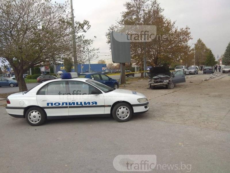 Прибраха в патрулка шофьора на разцепеното БМВ, спътникът му е в болница СНИМКИ+ВИДЕО