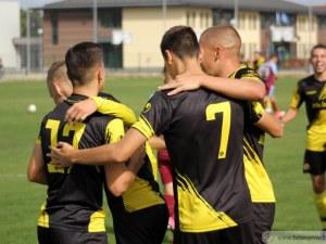 Разгромни победи за юношите на Ботев и Локо