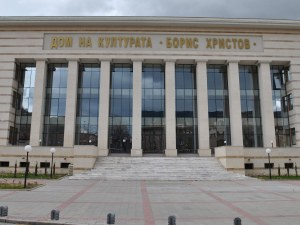 """Ревност и изневяра в премиерата на комичната опера """"Така правят всички"""" в Пловдив"""