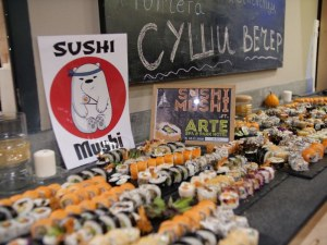 Новият суши бар под тепетата сътвори невероятно кукинг шоу във Велинград СНИМКИ