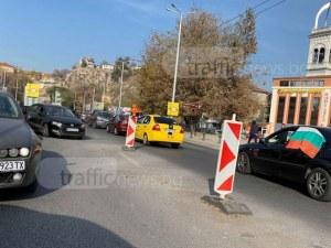 Протест и ВиК ремонт блокира Пловдив, пътници с часове в градския транспорт и таксита СНИМКИ