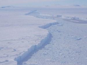 Заснеха за първи път айсберг с размерите на Бостън