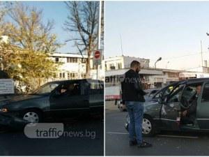 "Камион и две коли се удариха на булевард ""6 септември"" СНИМКИ"
