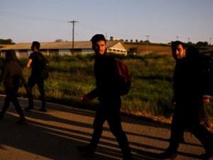 Трафиканти зарязаха 10 бежанци край магистралата до Пловдив