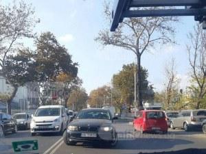 Жена с БМВ се заби в насрещното на пловдивски булевард, за да… не чака СНИМКА