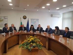 Дипломати, правещи добро, се събраха при губернатора на Световния ден на доброто СНИМКИ