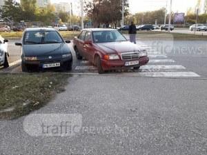 Пловдивчанин: Това е любимото място за паркиране на шофьорите в Тракия СНИМКИ
