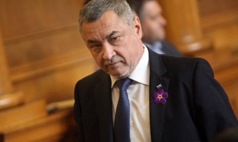 Протестът успя: Валери Симеонов подаде оставка!*