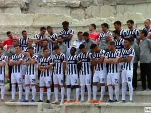 Футболистите на Локо се снимаха за календар на Античния театър ВИДЕО