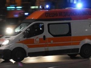 """Шофьор забрави да спре на """"Стоп"""" и се натресе в кола, ранени са жена и 4-годишно дете"""