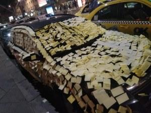 Ядосани таксиджии отмъстиха на шофьор за неправилно паркиране