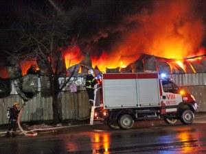 Покривът на жилищен блок в София се подпали! На мястото има екипи на пожарната